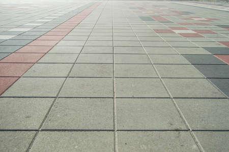 szare płytki chodnikowe w tle