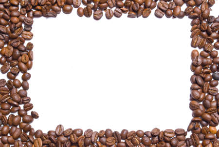granos de cafe: Granos de caf�, formando un borde con fondo de espacio, blanco de copia.  Foto de archivo
