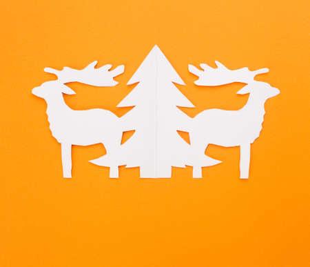 Template Weihnachtskarten. Silvester Hirsche auf einem roten Hintergrund.