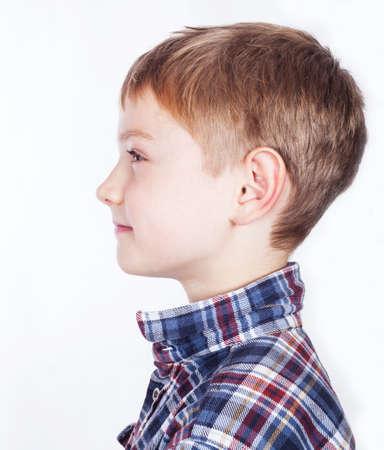 side profile: Little boy, isolato su sfondo bianco. Archivio Fotografico