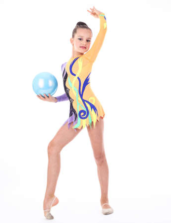 rhythmic gymnastics: Hermosa niña gimnasta flexible sobre fondo blanco Foto de archivo