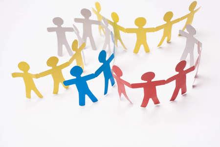trabajo social: Papel del equipo en el fondo blanco.