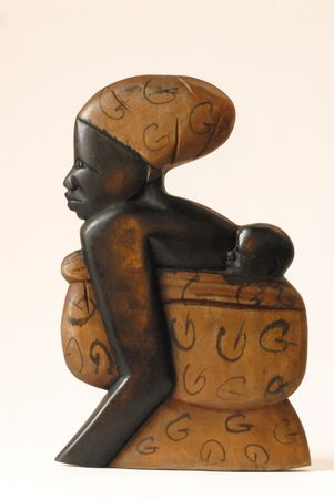 African sculpture of a mothe