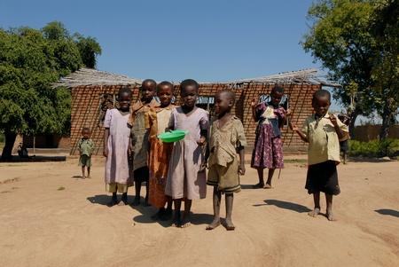 Malawi-22 de abril, 2007:Group de los niños de una aldea en Malawi. Malawi es uno de los países más pobres del planeta.