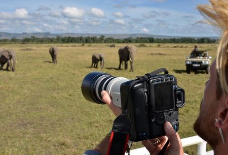 fotógrafo en la sabana africana