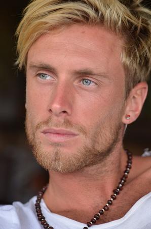 hombre con barba: joven modelo