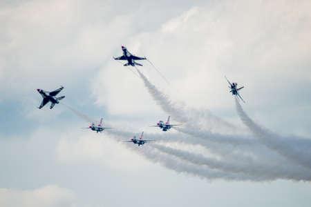 united states air force: San Antonio, Texas - October, 31: United States Air Force F-16 Thunderbirds performing the Delta Burst
