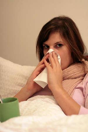 hemorrhage: Chiamata In Malato - Una donna chiamata a malati e restare a letto.
