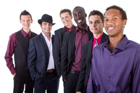 multiracial group: Grupo de j�venes empresarios aislados sobre fondo blanco. Grupo multirracial de moda.