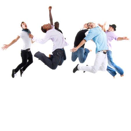 Grupo de seis adolescentes elegantes saltando de alegría sobre fondo blanco.