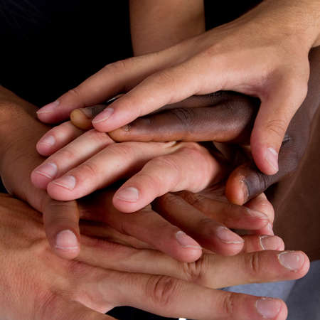 la union hace la fuerza: Serie de varias manos que representa diversity.Lots de manos de diferentes colores.