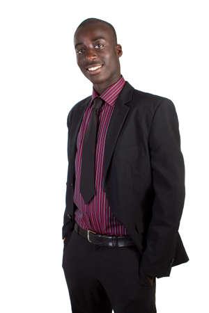 Giovane imprenditore nero su sfondo bianco. Adolescente fresco isolato in tuta.