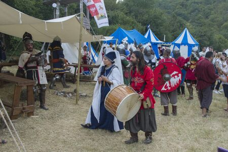 people dressed in medieval clothes, buhurt, battle of nations