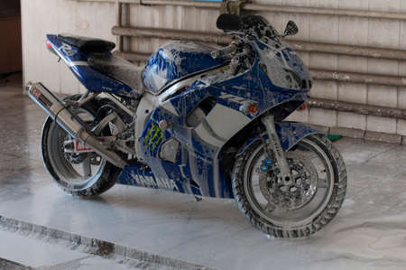 washing motorcycle Yamaha R6