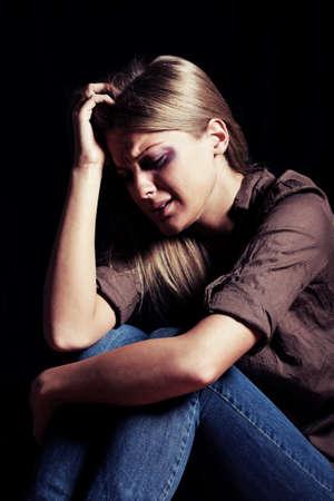 violencia intrafamiliar: Retrato de mujer deprimida Foto de archivo