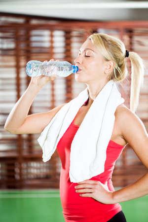 fitness training: Verfrissing na fitness training Stockfoto