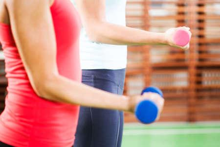 fitness training: Fitness training meisjes met gewichten