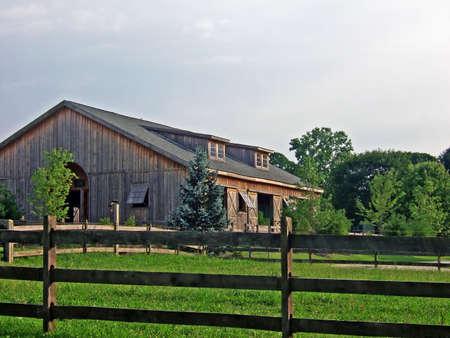 Een oude bruine schuur in het land in Pennsylvania. Stockfoto