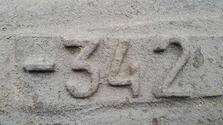 Metal number 342. Texture of rusty metal in the form of figures 342 Stockfoto