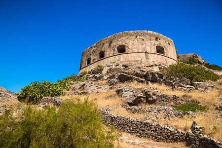 lepra: Vista panor�mica de la fortaleza veneciana en la isla de Spinalonga Kalydon, Grecia. Foto de archivo