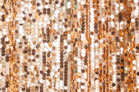 Il ricamo di paillettes dorate è stato utilizzato per decorare il luogo del passo. Che viene utilizzato come sfondo.