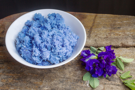 Stream the rice mixed with Clitoria ternatea flowers. Is good herb for the body