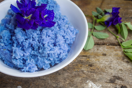 Steamed rice is mixed with a Clitoria ternatea is a herbal hair treatment, bruises, swelling, strength and resolve, heart diuretics increase your visibility with reduced oxidant substances.