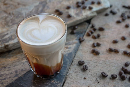 The coffee will stimulate the central nervous system so they are not tired. Concentrate on work better. Zdjęcie Seryjne - 108066918