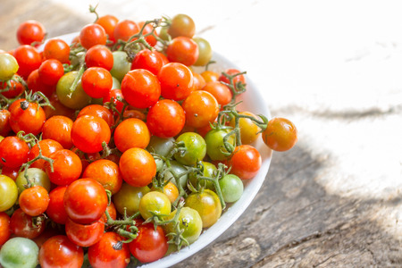 Fresh cherry tomatos can eat it or take it to cook.