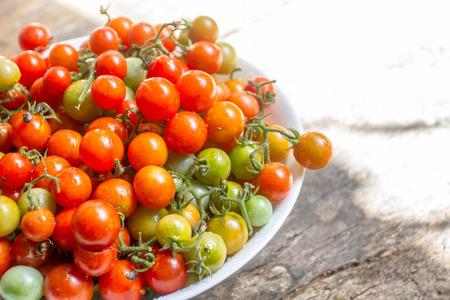 Fresh cherry tomatos can eat it or take it to cook. Zdjęcie Seryjne - 109274381