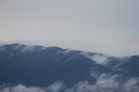 A viewpoint of the mountains in winter in northern Thailand. Zdjęcie Seryjne - 120396540