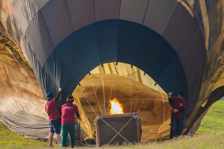 Chiang rai, Thailand - February 2019: Staffs are carbonated water into the balloon so that the balloon with the race. Publikacyjne