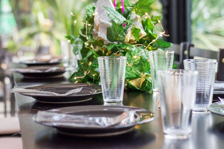 Table arrangement is an art. Regardless of whether the item is used to decorate the shades used to meet the needs