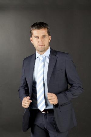hombre de negocios en un traje y corbata azul Foto de archivo - 22736840