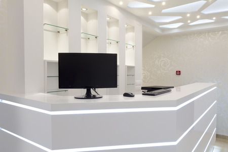 white hotel recepce prázdný prostor