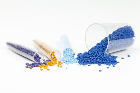 成形用プラスチック顆粒をクローズ アップ
