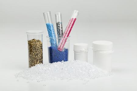 Kunststoffgranulat in der Nähe für Form Standard-Bild - 34964973