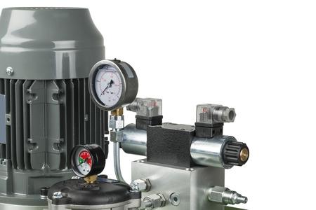 白で隔離される油圧ポンプ エンジン 写真素材