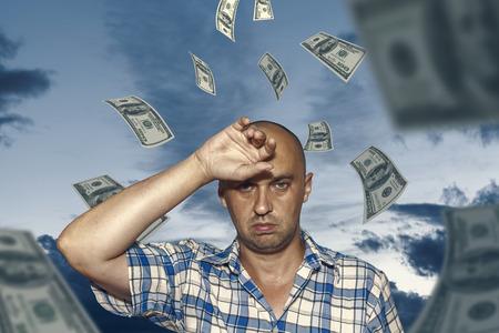 homme inquiet de l'argent Banque d'images