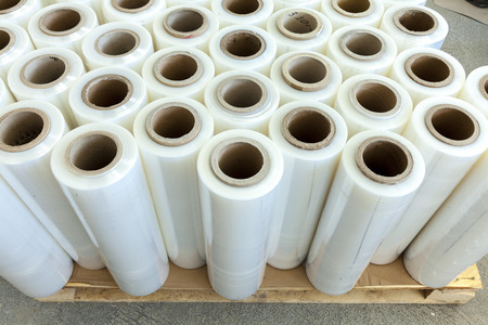 Stretch foil for packing on pallet
