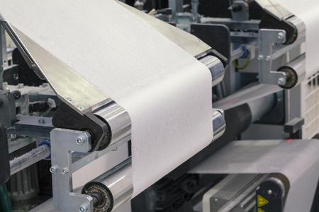 máquina de rollo de papel, cortar y doblar