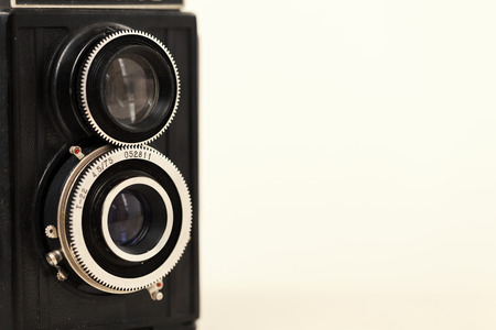 ancien appareil photo argentique vintage, copiez l'espace en gros plan