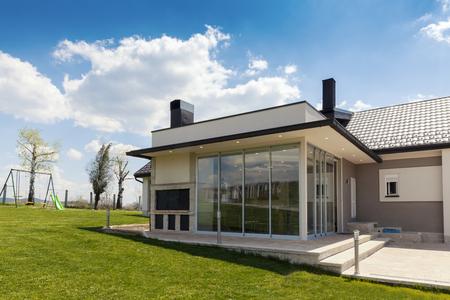 terrasse vitrée à la campagne avec vitre coulissante