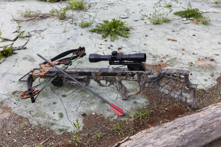 hunting crossbow with an arrow and optical sight on concrete Imagens