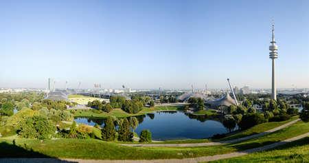 뮌헨, 독일 -2010 년 9 월 13 일 : 파노라마 올림픽 공원의 TV 타워 에디토리얼