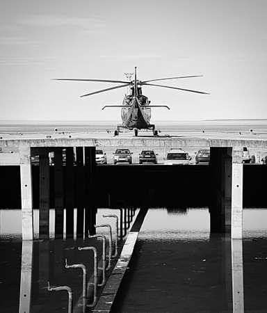 탈린의 항구에 헬리콥터