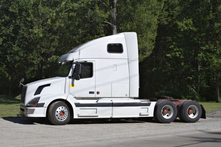 numberplate: White Semi Tractor Trailer cab