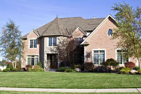 Una hermosa casa en los suburbios - Estados Unidos Foto de archivo - 593817
