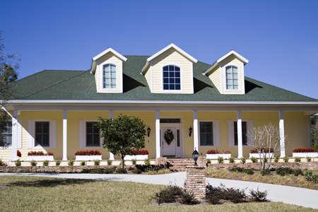 mediaan: Een Amercan residentiële woning in het zuiden. Stockfoto