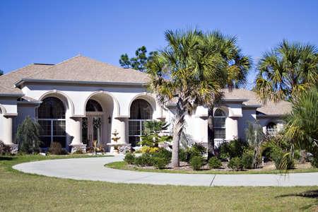 흥미로운 achitecture- 플로리다 곡선 된 차도 집.